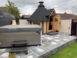 4.5m BBQ hut with hot tub